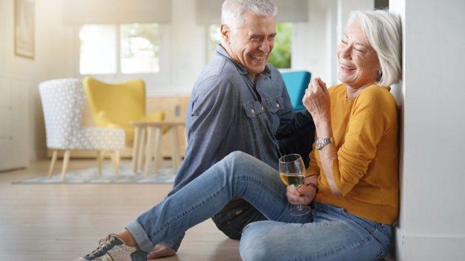 Ehepaar lacht