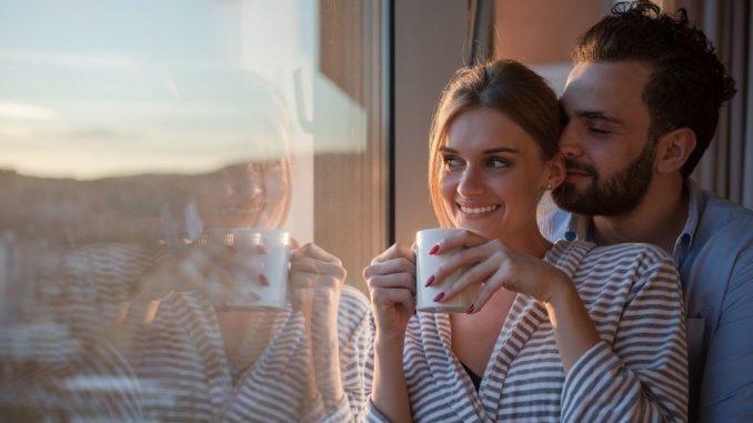 Junges Paar in einer glücklichen Beziehung