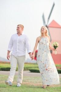 Brautpaar vor einer Windmühle