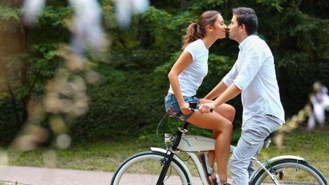 Paar beim Küssen